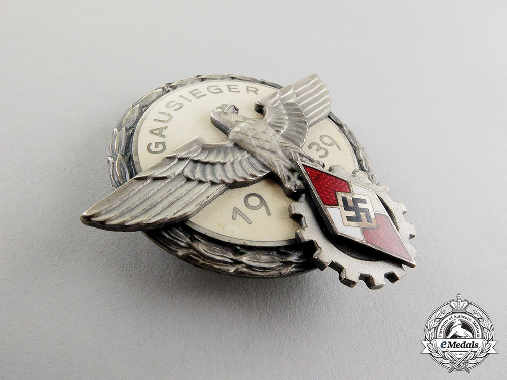 """A 1939 Victors Badge in the National Trade Competition -""""Gausieger"""