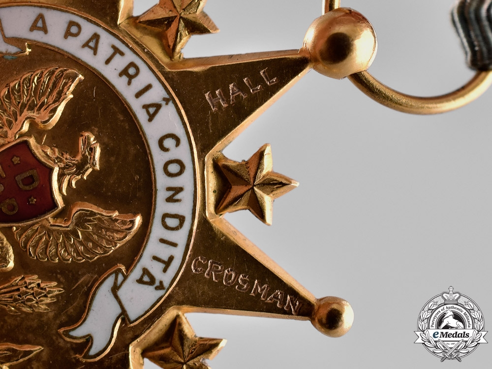 United States. A Daughters of the Founders and Patriots of America Membership Badge in Gold