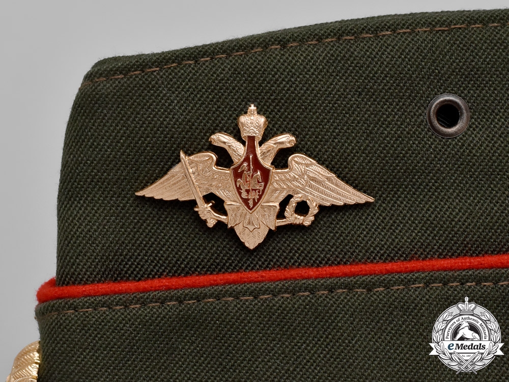 Russia, Federation. A Pilotka Field Service Type Cap with VDV Eagle (Airborne) & Marines Badge