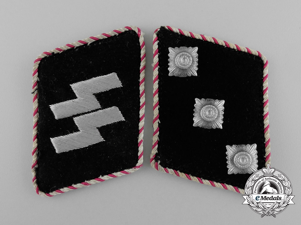 An Unusual Pair of SS-Sonderfuhrer/Fachführer Collar Tabs