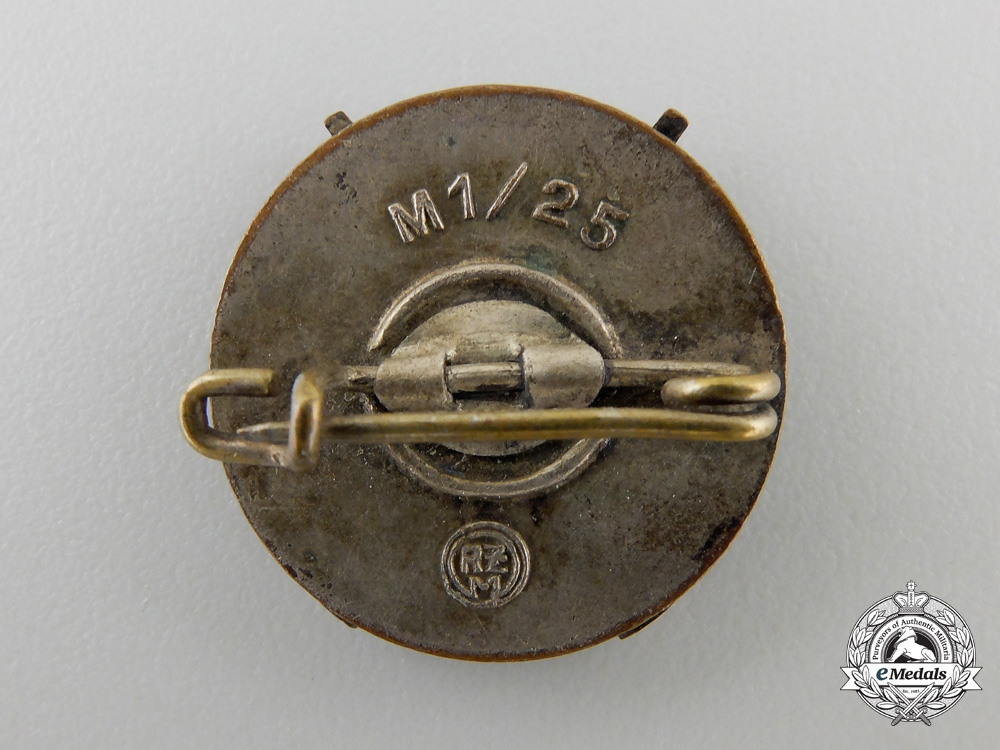 An HJ Shooting Badge by Rudolf Reiling