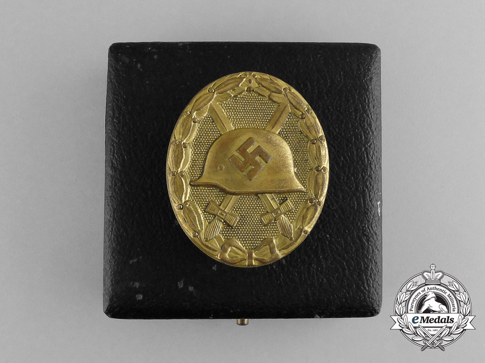 A Second War German Gold Grade Wound Badge in Case