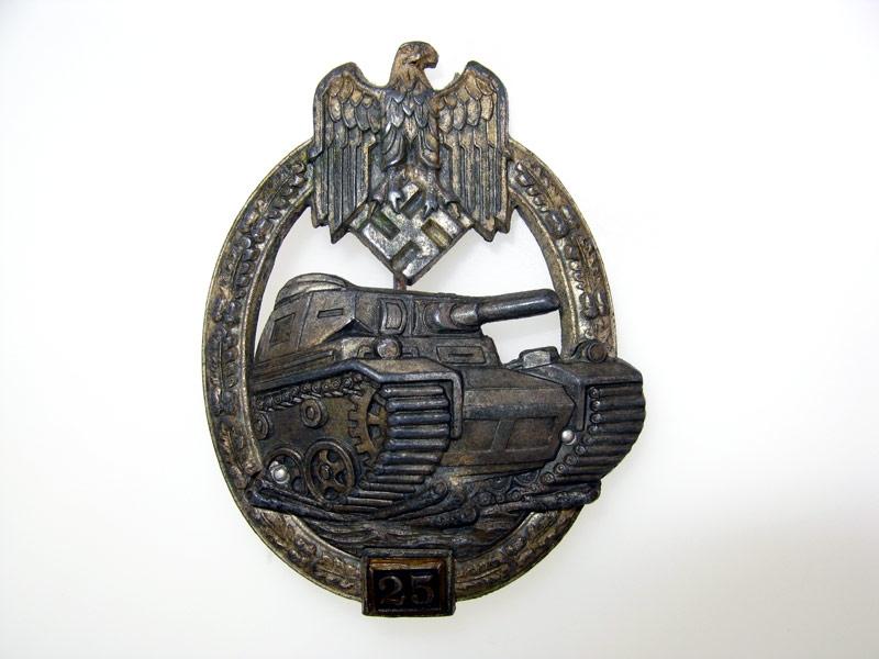 "Tank Badge ""25"""