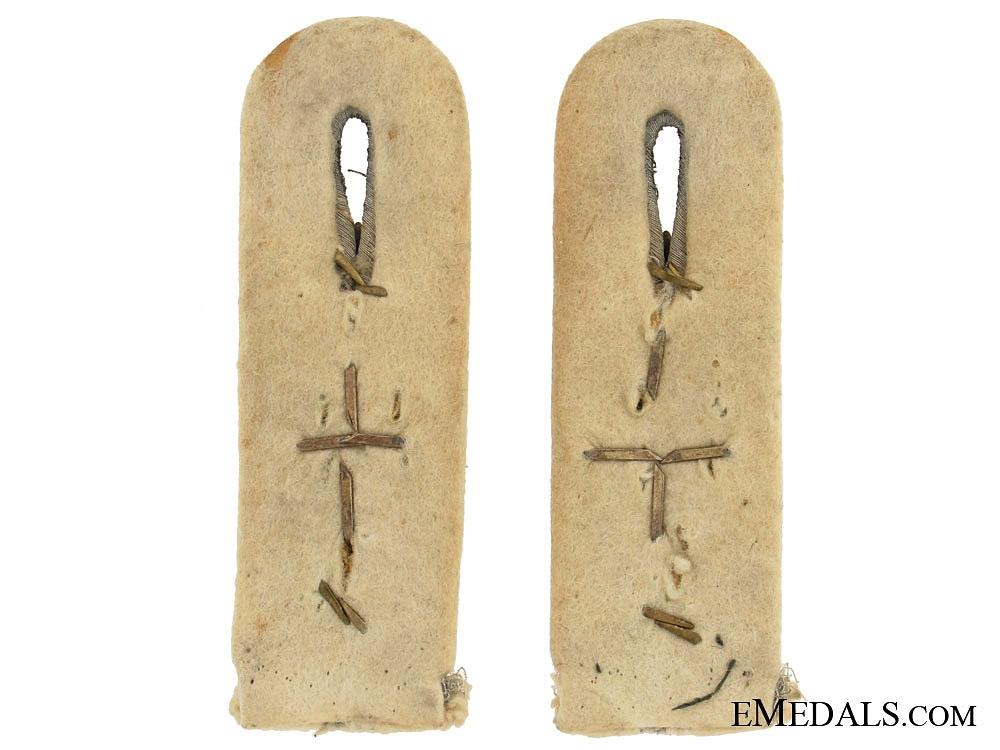 Stalingrad Cross Insignia on Hauptmanns Shoulder Boards