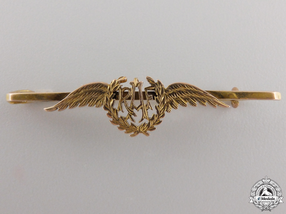 A Fine Royal Air Force (RAF) Pin in Goldconsignment #17