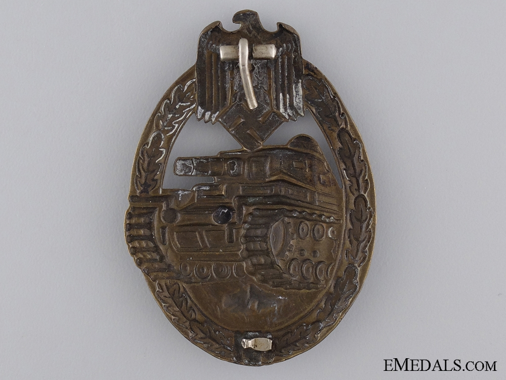 An Early Bronze Grade Tank Badge; Unmarked