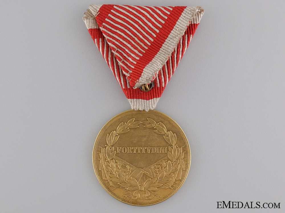 A WWI Period Golden Bravery Medal; Emperor Karl