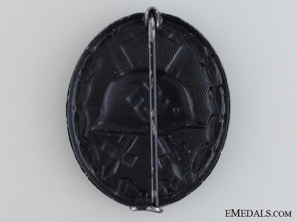 A Black Grade Second War Wound Badge