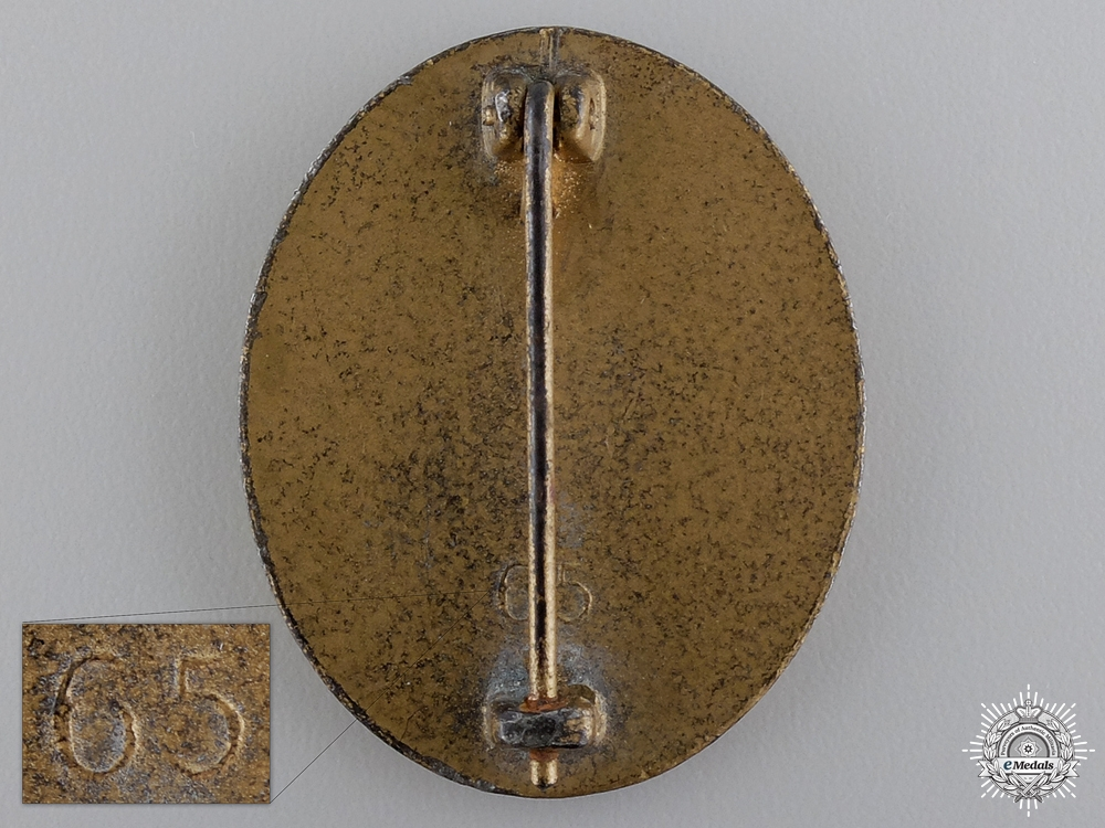 A Gold Grade Wound Badge by Klein & Quenzer