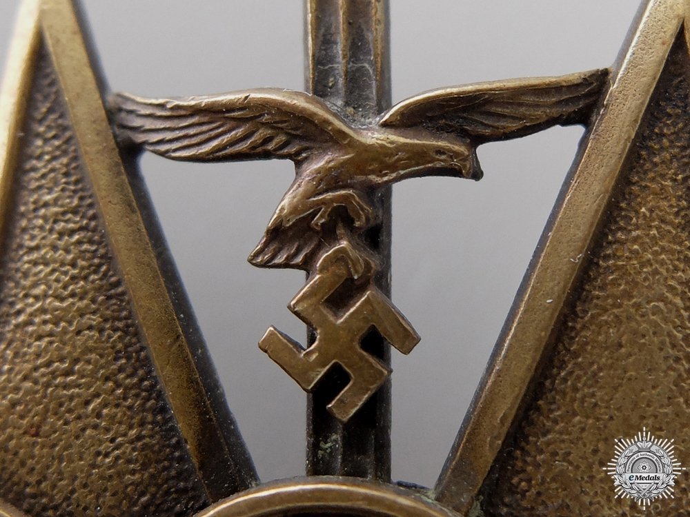 A Spanish Cross with Swords; Bronze Grade