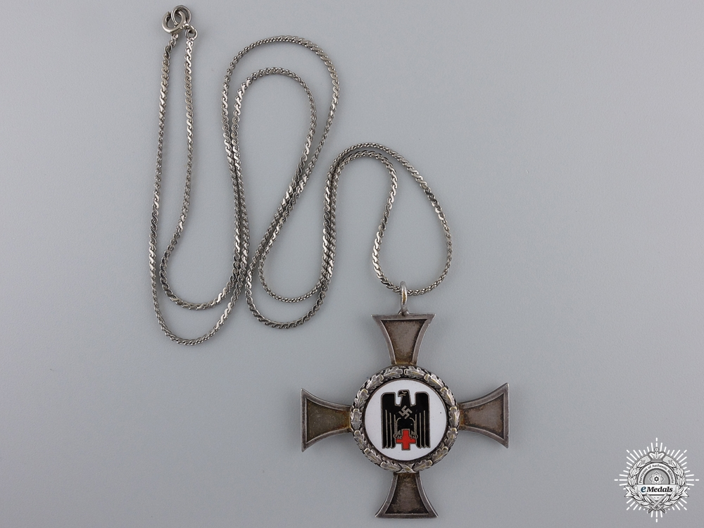 A German Red Cross Sister's Cross; Silver Grade with Wreath