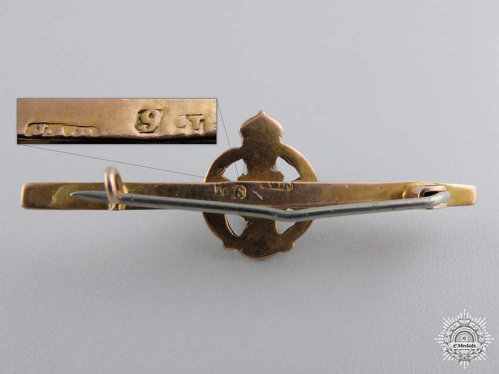 A Rifle Brigade Sweetheart Badge in Gold by J.A.P.