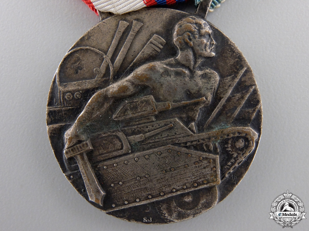 An Italian Mantua Infantry Division Commemorative Medal