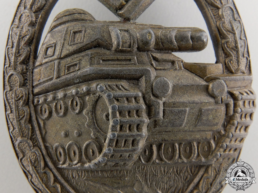 A Bronze Grade Tank Assault Badge; Unmarked