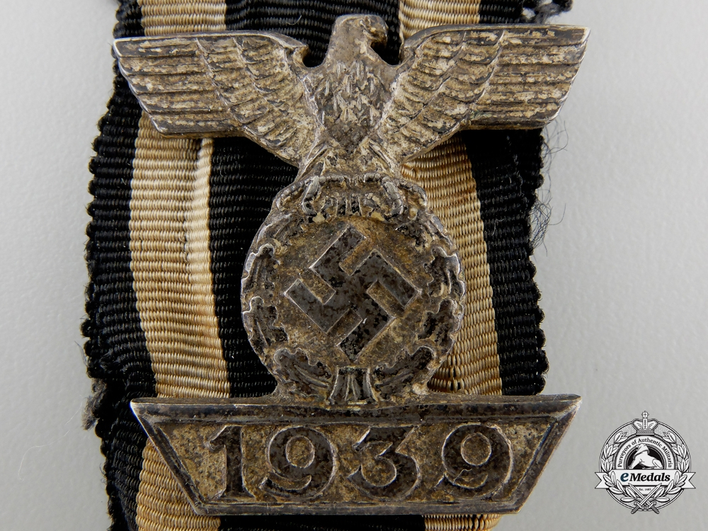 A Clasp to the Iron Cross 2nd Class 1939 with EK2
