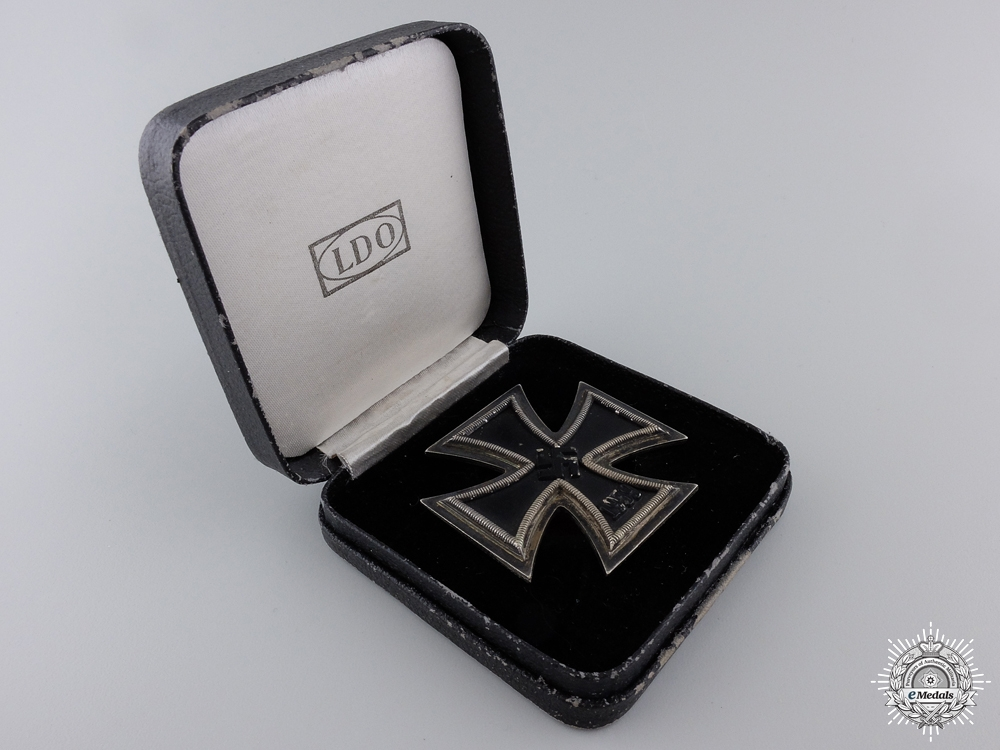 An Iron Cross First Class 1939 with LDO Case