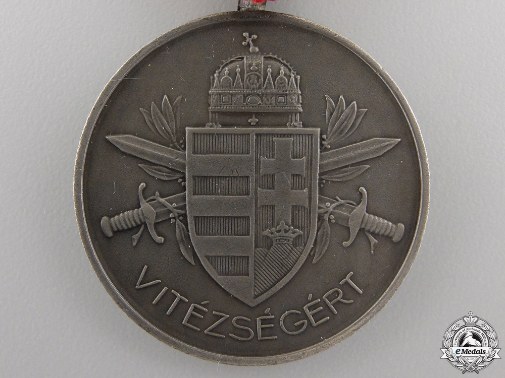 A Second War Hungarian Bravery Medal; Silver Grade