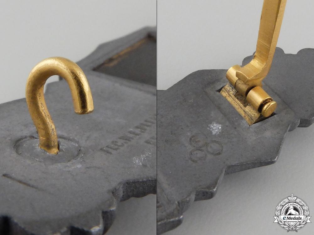A Close Combat Clasp; Gold Grade