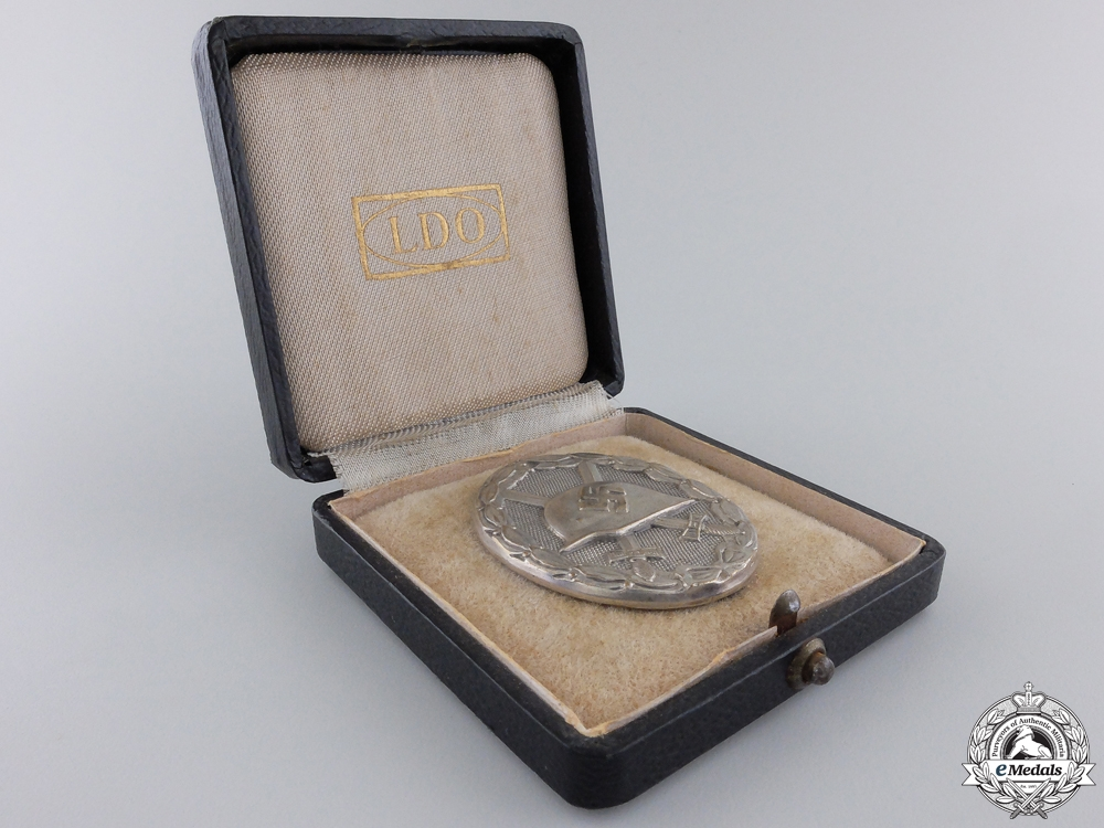 A Mint Silver Grade Wound Badge with Case