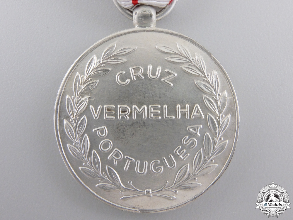 A Portuguese Red Cross Distinguished Service Medal