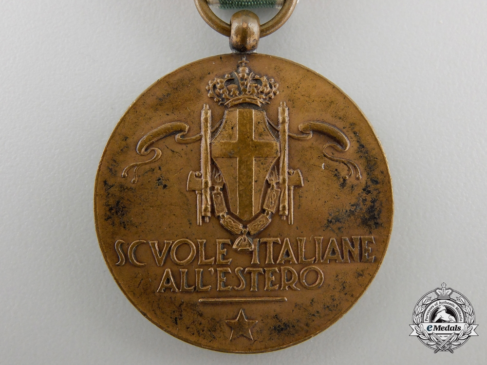 An Italian Schools Abroad Medal; Bronze Grade