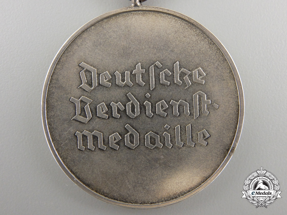 An Order of the German Eagle; Silver Merit Medal (835 PR. MUNZE BERLIN)