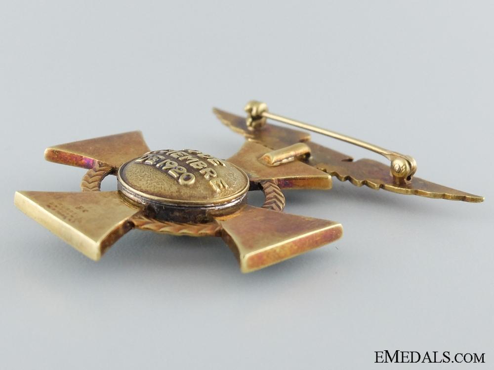 A Rare Venezuelan Aviation Decoration in 18Kt Gold