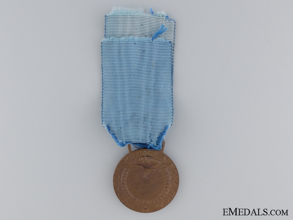 An Italian Air Force Long Service Medal; Bronze Grade