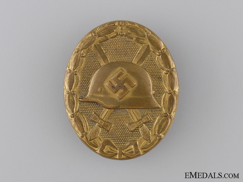 A Gold Grade Wound Badge in Case of Issue