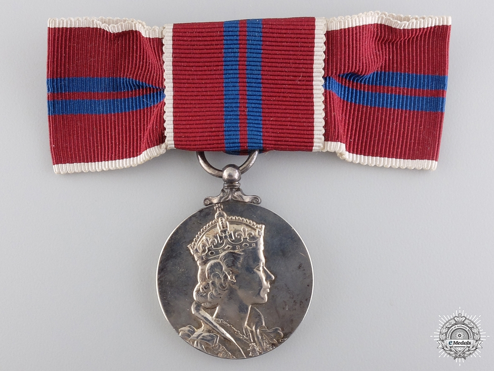 A Ladies 1953 QEII Coronation Medal with Case