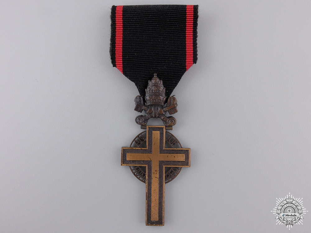 A 1933 Benemerenti Cross; Pope Pius XI