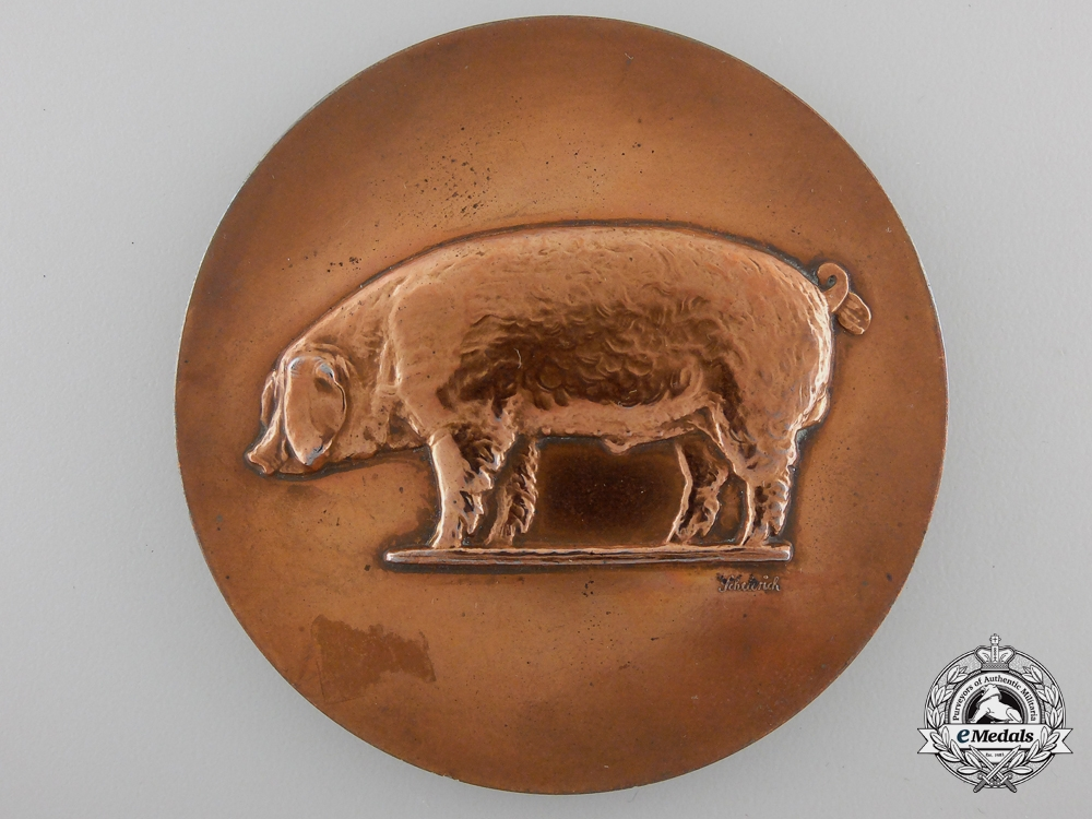 A Minister of Food and Agriculture Award Medal for the Raising of Pigs