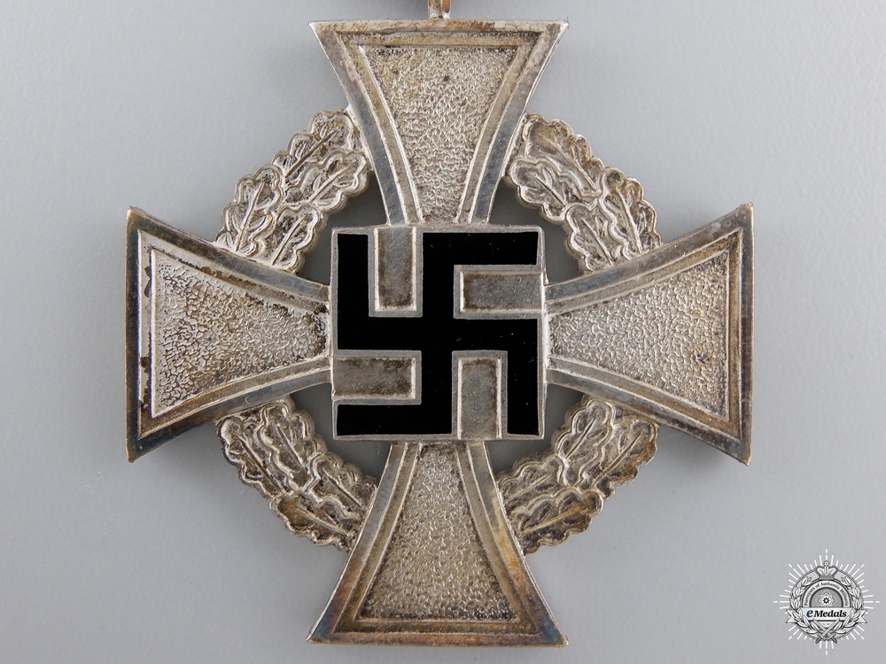 A Faithful Service Cross for 25 Years