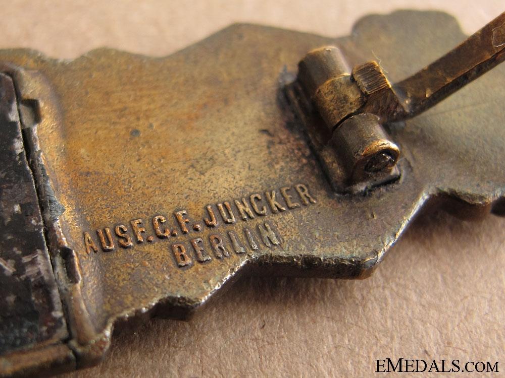 Close Combat Clasp in Bronze - Juncker