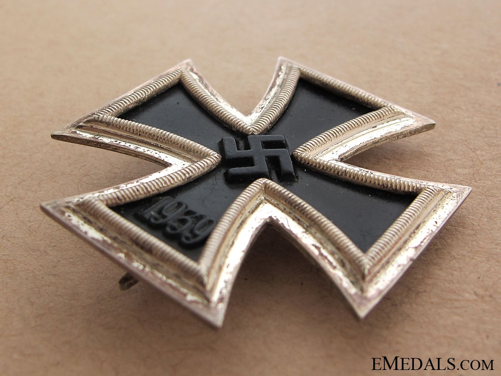 Iron Cross 1st. Cl. 1939 – Maker 26
