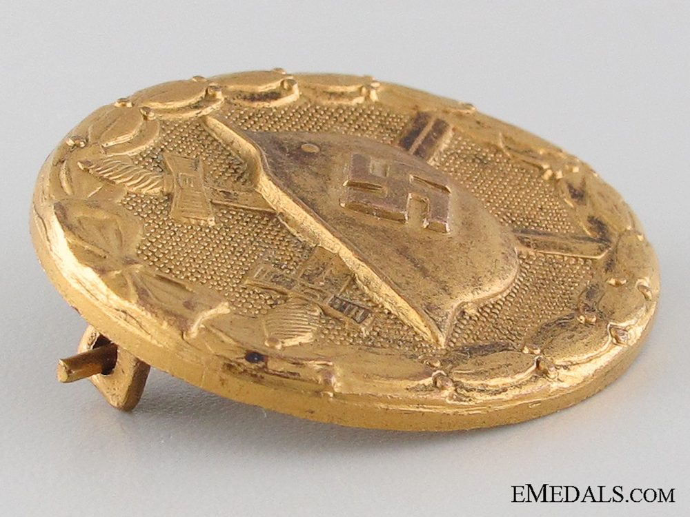 An Early Wound Badge; Gold Grade