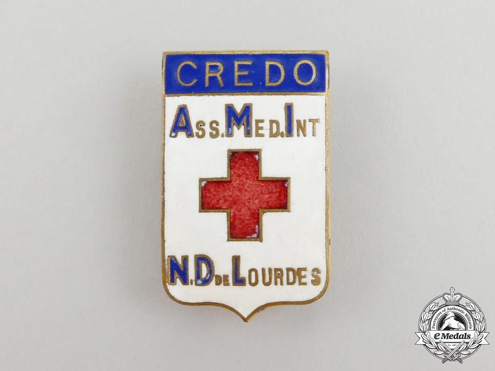A French International Medical Association of Notre-Dame of Lourdes Badge, Cased