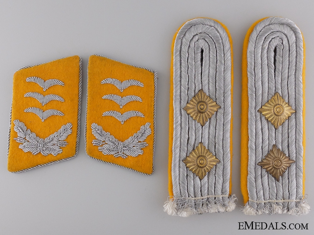 Luftwaffe Pilot Captain Shoulder Board and Collar Tab Set