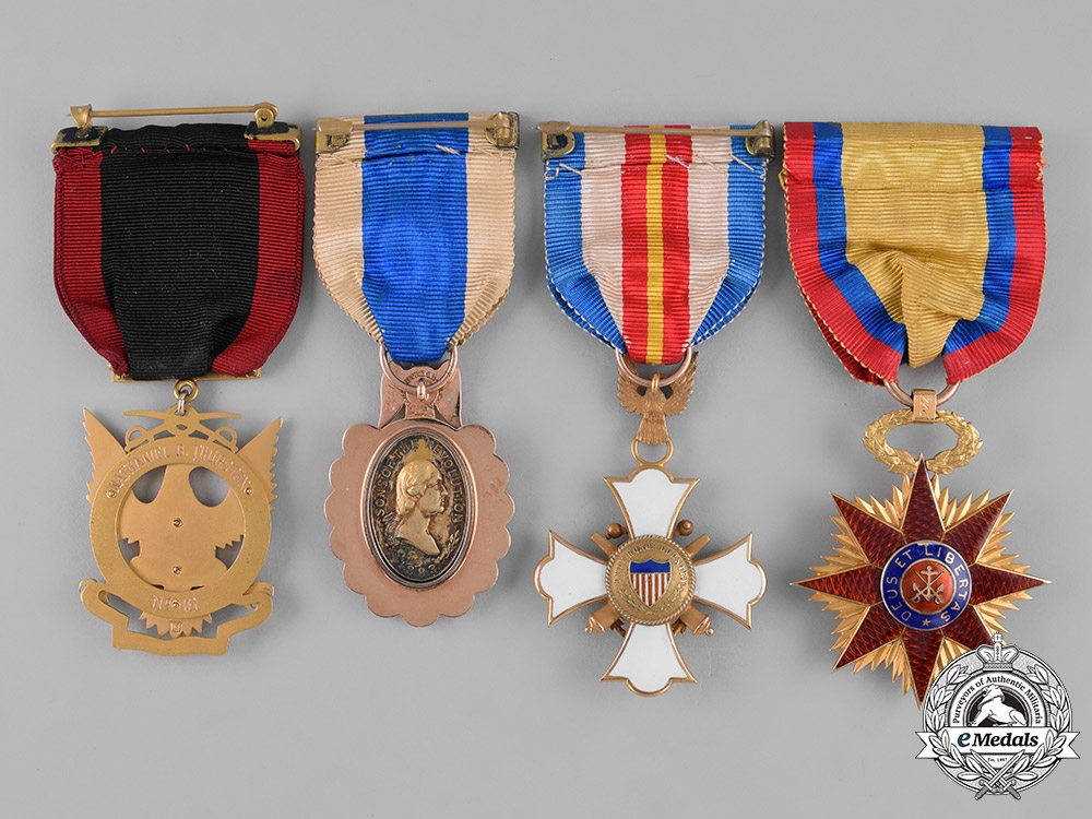 United States  Seven Society Membership Badges in Gold, to
