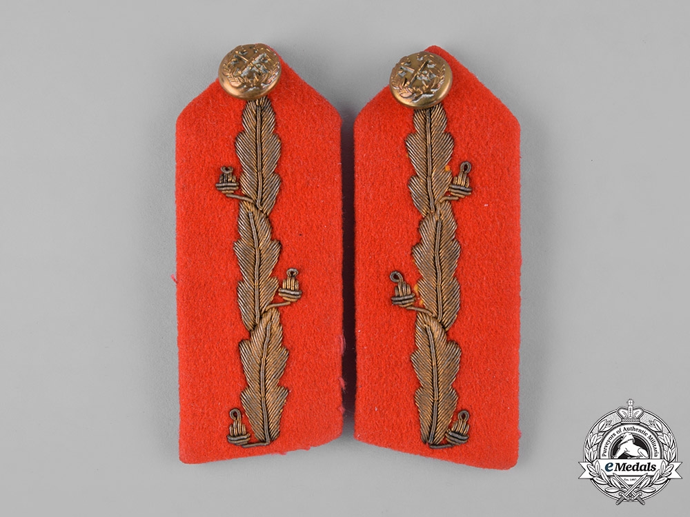 Canada, Commonwealth. A Lot of Officer's Uniform Insignia