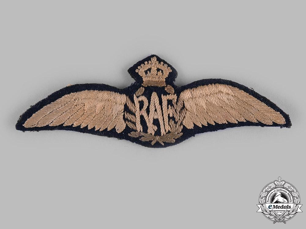 United Kingdom. A Royal Air Force (RAF) Pilot's Service Dress Wing, c.1918