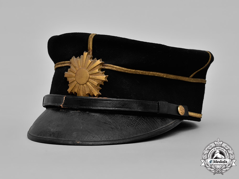 Japan, Empire. An Imperial Japanese Army Lieutenant's Dress Cap, c. 1920