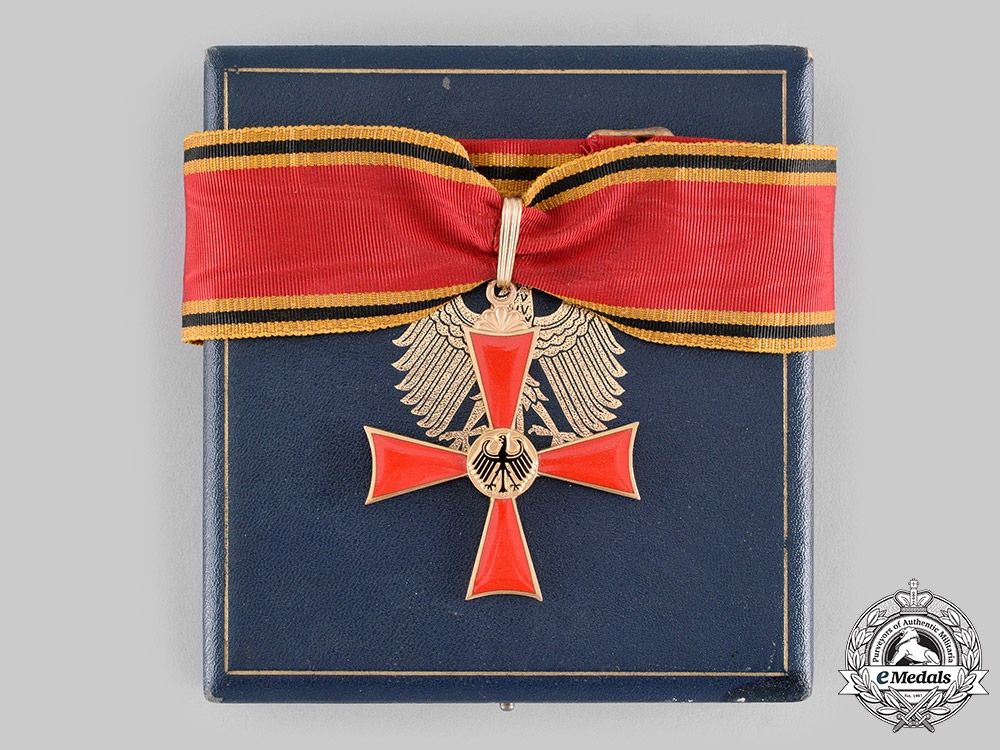 Germany, Federal Republic. An Order of Merit of the Federal Republic of Germany, Commander's Cross with Case, by C.E. Juncker