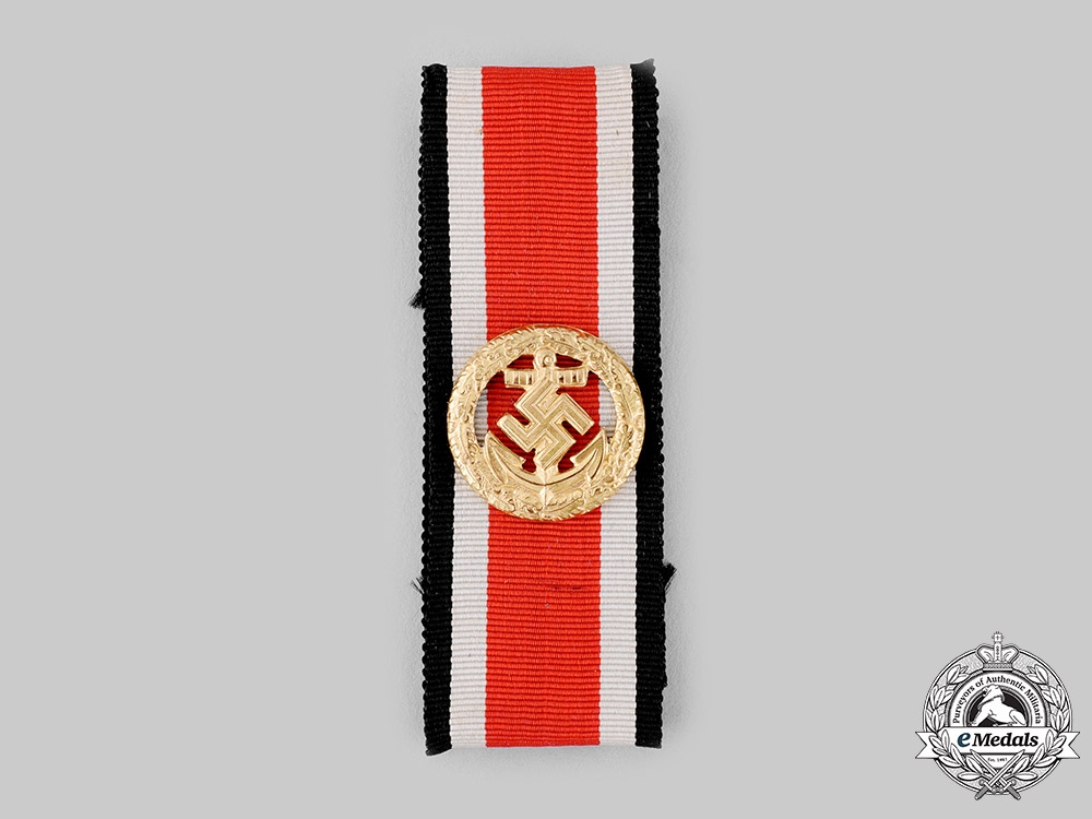 Germany, Kriegsmarine. An Honour Roll Clasp, with Case