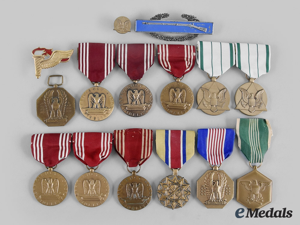 United States. A Lot of Fifteen Army Awards