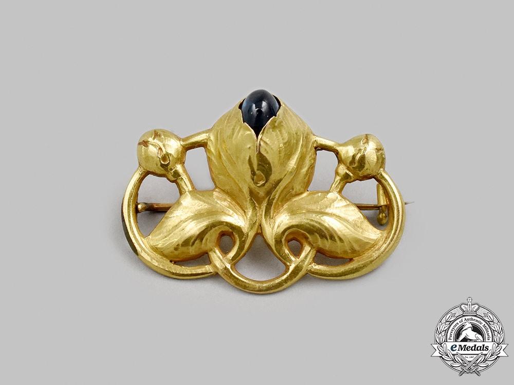 Jewellery. An Art Nouveau Yellow Gold Brooch, c.1910