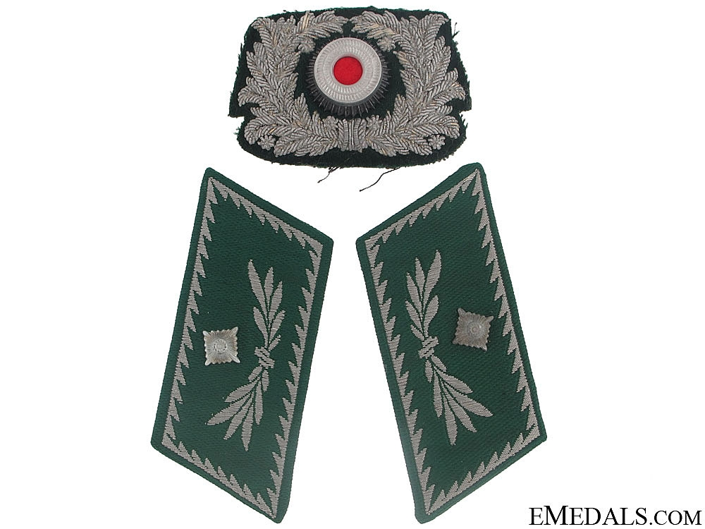 Pair of Collar Tabs, Cap Wreath  - Customs Official