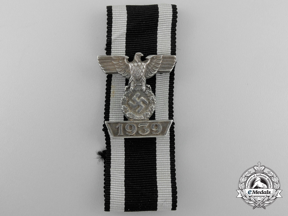 A Clasp to Iron Cross 2nd Class 1939; 800 Silver Version