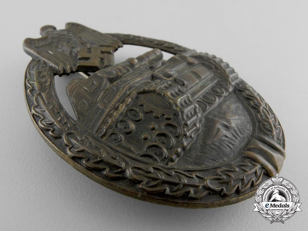 An Early Bronze Grade Tank Badge