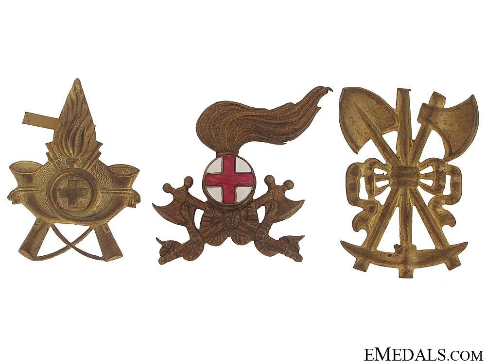 There Italian Cap Badges